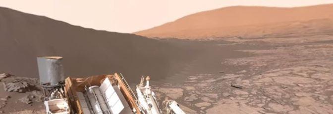 Curiosity observando la duna Namib