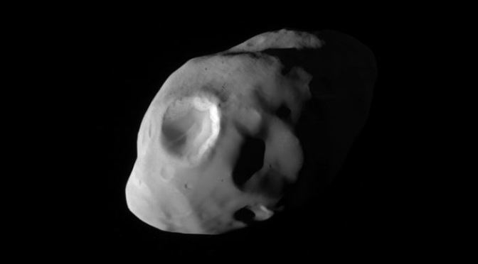 Pandora, la pequeña luna de Saturno