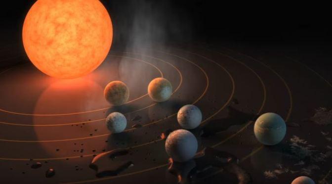 Siete exoplanetas del tamaño de la Tierra orbitan la misma estrella.