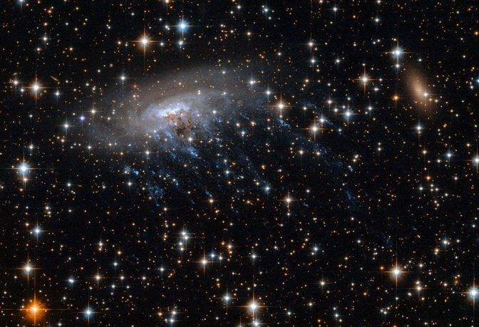 """La Galaxia ESO 137-001 y las pruebas de un """"crimen cósmico"""""""