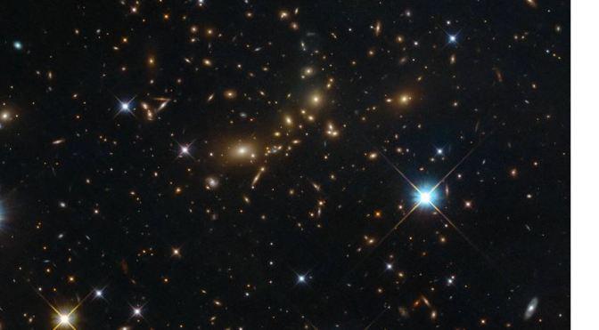 El telescopio espacial Hubble revela la distribución de la Materia oscura
