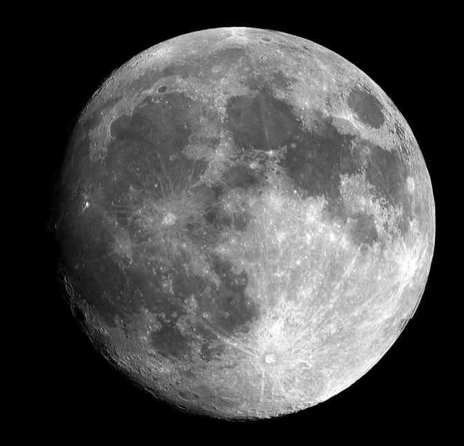 Confirmada la existencia de hielo en los polos de la Luna
