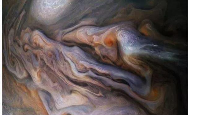 Las magníficas nubes arremolinadas de Júpiter