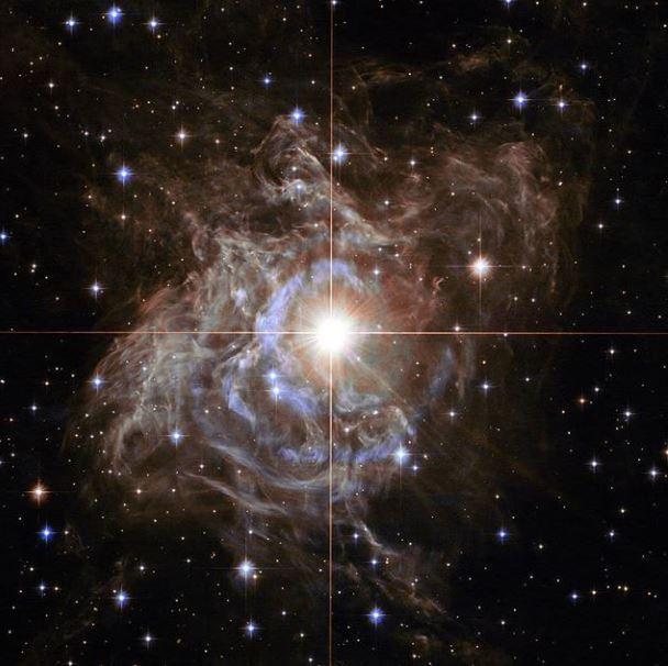 Una estrella 15.000 veces más brillante que el Sol