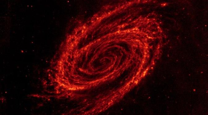 La impresionate galaxia M81 vista en infrarrojo