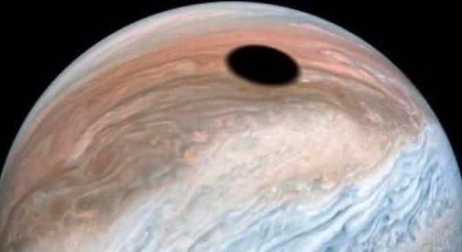 Un impresionante eclipse en Júpiter