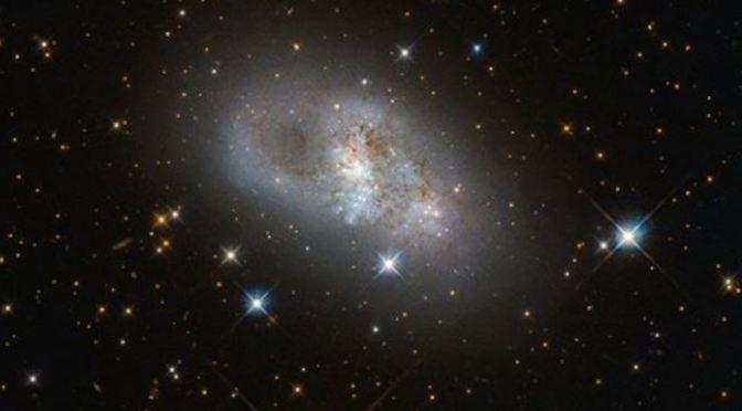 La espectacular galaxia IC 4653 y la forma de nuestra galaxia