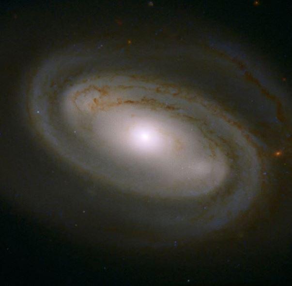 La majestuosa galaxia NGC 3895