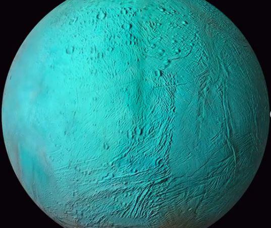 La belleza de Encelado en infrarrojo