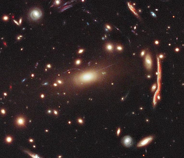 Zoom hacia el cúmulo de galaxias MACS 1206